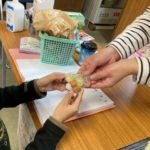 【寄付のお知らせ】東大阪市「子ども食堂」に、ロスゼロのお菓子を寄付しました。